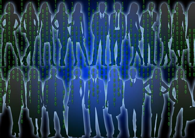 Menschensilhouetten hinter einer Matrix aus grünen Nullen und Einsen.